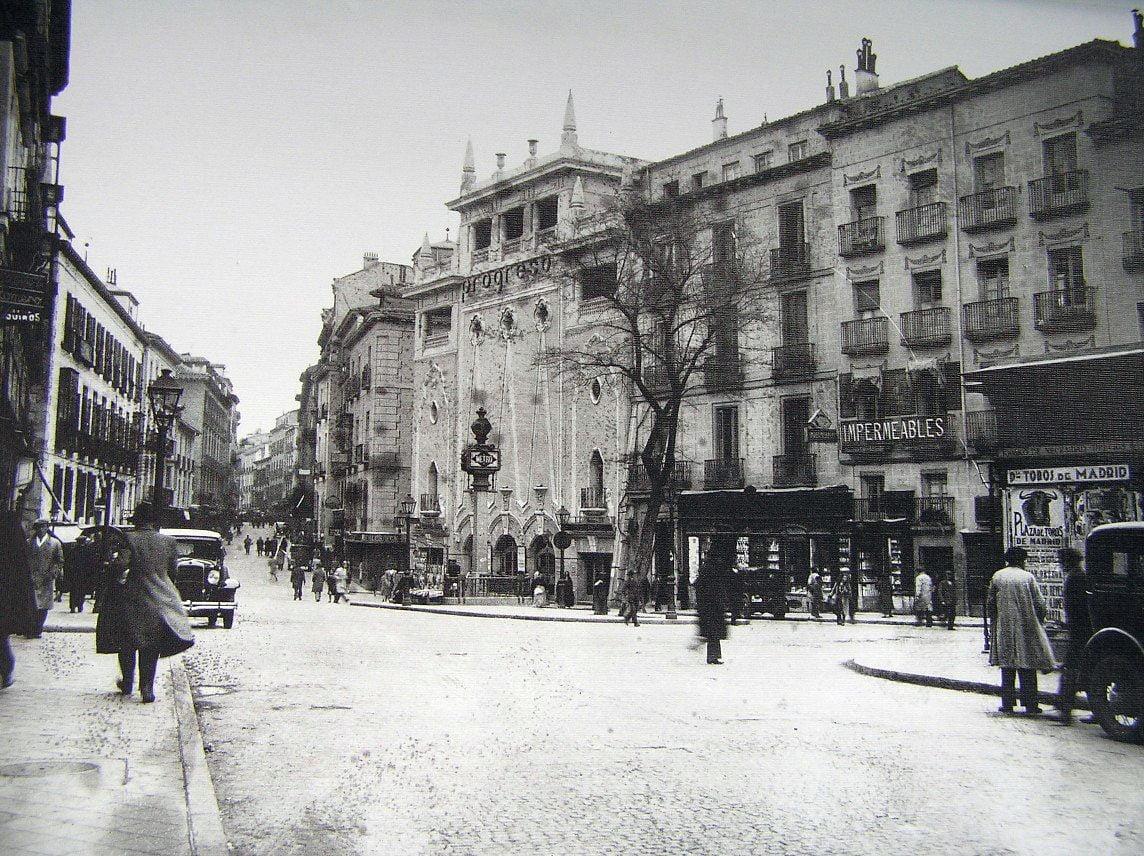 Enamorados de Madrid: Los niños y los barrios de Madrid. Fotos de ayer